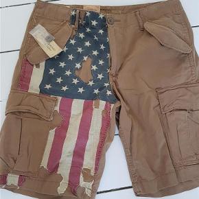 Varetype: Shorts Størrelse: 32 Farve: Se billlede  Super seje shorts. Helt nye - stadig med Tag på. Bytter ikke.
