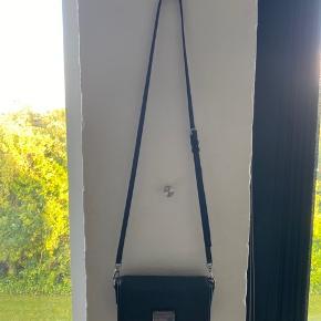Fin Marc Jacobs taske. Brugt meget men ikke store slid.