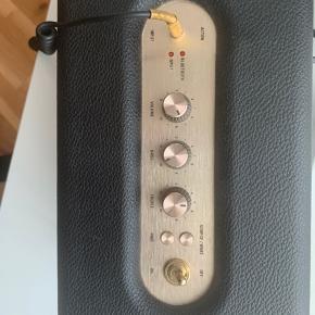 Sælger min Marshall højtaler. Det er modellen Acton 😊  Den er i super god stand og fungerer som den skal. Virker med Bluetooth samt stikket som selvfølglig medfølger. Bud modtages. Skal helst kunne mødes, men sender gerne på købers ansvar ☀️