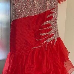 Fest / Galla kjole 👗  Rigtig fin pæn kjole ..  Brugt en gang ..  str. 44  Gerne byd ..