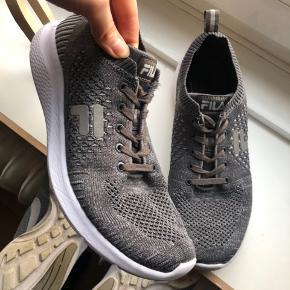 BYD !!! Fila sneakers brugt få gange indendørs.