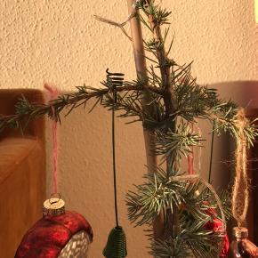 Fede retro ophæng til julelys til juletræet 🎄 brugte, men pæn stand! 15 stk haves. Pris pr. stk.   Bemærk - afhentes ved Harald Jensens plads eller sendes med dao. Bytter ikke 🌸  🎀 Julelys juletræslys juletræ juleophæng julepynt jul pynt ophæng lys stearinlys lyseholdere lyseholder retro loppefund