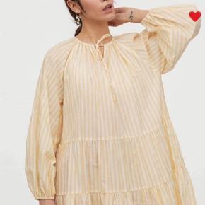 Brugt et par gange. 😁 smukkeste gule tunika/kjole.