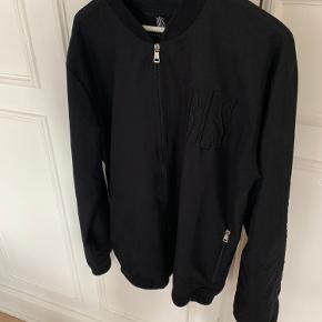 All Black BLS jakke Nypris: 800kr Tag den for 300kr