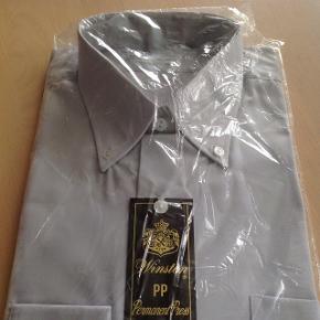 Retro/vintage Winston, Permanent Press, herreskjorte i indpakning med skilt og nåle. Str. 40 - lysegrå. Bud modtages.