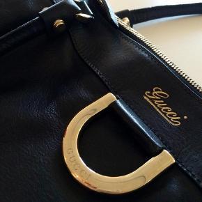 f51044bab18 Varetype: Håndtaske Størrelse: X Farve: Sort Oprindelig købspris: 8000 kr.  Prisen