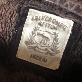 Sælger min brune cardigan🌸   Den kan hentes i Aarhus og Skanderborg, ellers sendes på købers regning☀️