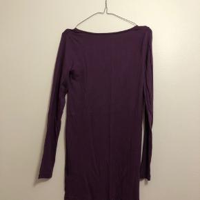 Langærmet og lang bluse i str. L fra mbyM