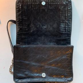 Super fed zara taske man kan ikke få den mere i butikken god størelse og har igen skade