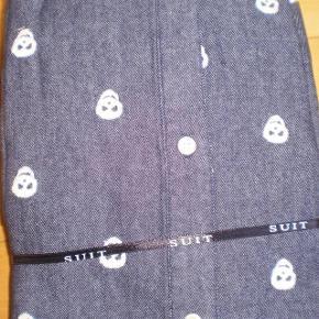Varetype: Skjorte NY Farve: Jeansblå Oprindelig købspris: 450 kr  Fed langærmet skjorte fra SUIT  Str S