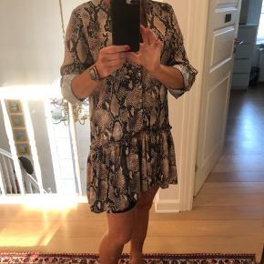 Super fin kjole fra EMm Cph.  Str. One size  Sender med Dao