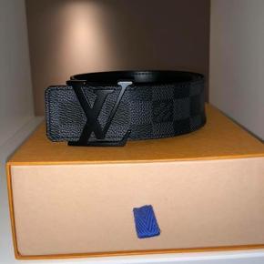 Sælger Louis Vuitton bælte str. 80Der medfølger pose dust bag  box og kvittering Næsten ny kondi 8,5/10 Mp: 1000kr Np 2950kr BYD gerne