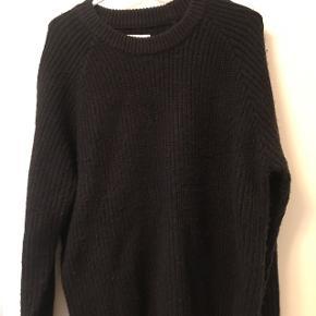 Jeg sælger denne lækre og varme sweater fra Envii :)