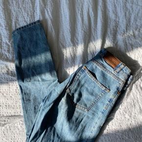 Monki mom jeans Størrelse W27