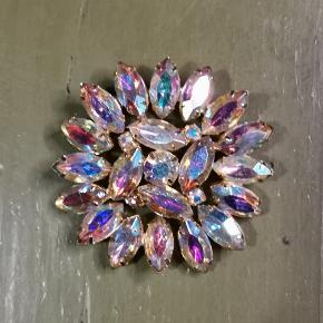 One Vintage broche