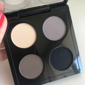 MAC øjenskygge palette Farve: Point 'N Shoot Aldrig brugt  Kan også handles over mobilepay og sendes med PostNord