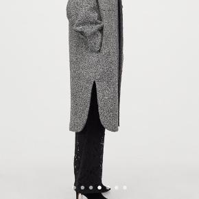 2 uger gammel, super flot på, meget Isabel Marant-ish og oversize model.   Sælges kun, da jeg har købt et nummer mindre.