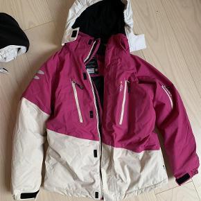 54d4cc7c Brand: Isbjørn of sweden Varetype: Skijakke vinterjakke Størrelse: 146/152  Farve: Tøj til piger