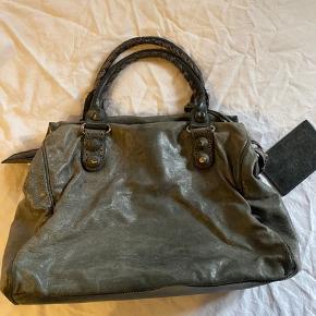 Lækker Balenciaga taske i super god stand. Har plads til computer 🌻