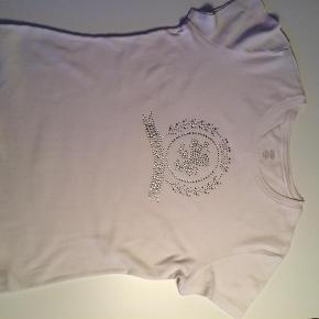 Hvid T-Shirt med rihnsten på forstykket.  T-Shirt Farve: Hvid