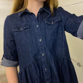 Sælger denne kjole😊  Modellen der har kjolen på er selv 173 cm. høj og bruger normalt xs/s.  Kom gerne med bud!😊  Go' dag!