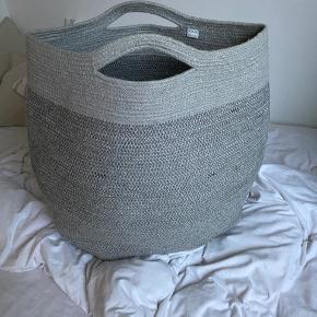 Lækreste vasketøjskurv i flet 😍  Fremstår helt som ny!  Bud ønskes