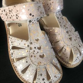 Angulus sandaler str. 29 børne sandaler næsten som helt nye, kun prøvet en enkel gå tur.