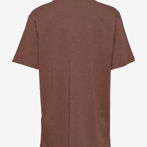 Sælger denne nye smukke Munthe T-Shirt i en størrelse XS/34 - fitter også en small. 🐻🐻