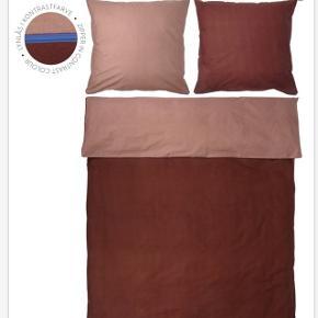 2 x Shades sengesæt, rød, 140x200 fra Mette Ditmer med ét pudebetræk med til per sæt - brugt få gange og er i fin stand uden slidtage.   Sengesættet er lavet af percale som er en speciel vævning - det gør sengesættet meget holdbart og farven holder sig derfor også fin vask efter vask. Nypris 550  1 sæt for 250 2 sæt for 400  Bytter ikke og sender kun på købers regning 🌸