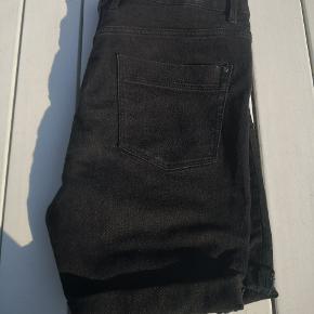 Fede esmara shorts med stretch. Kunne ikke finde billede af de originale, men pasformen/modellen er som det sidste billede.