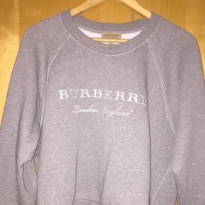 BURBERRY LONDON grå sweater, str. L Denne sweater er i fantastisk stand. 9/10  Hvis du har yderligere spørgsmål, så er du velkommen til at skrive 😉