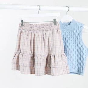 Sælger denne fine nederdel fra asos, da jeg desværre ikke har fået den brugt.  Helt ny og stadigvæk med prismærke i💘  Tags: ganni, resume, envii