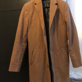 Fed frakke fra River Island.  Fitter 170-ish.