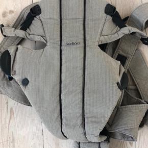 Fin velholdt bæresele sælges. Farven er som på billedet, men kunne kun krydse af ved grå.