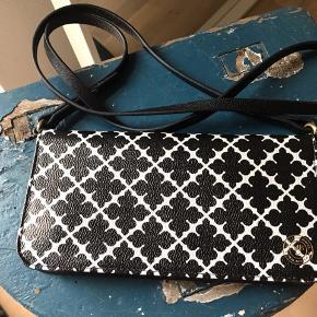 Sælger denne Malene Birger taske/pung. Den er super fin. Spørg for flere billeder 🌷 Bud på 350,-