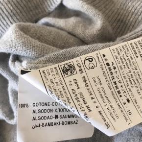 Lækker bluse i ren bomuld Været på kortvarigt. Helt som ny.