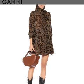 Ganni nederdel i et flot leopard print