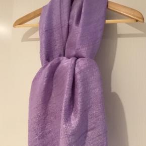 Tørklæde, sjal, 100 % silke, str. 190 cm X 65 cm, lys lilla