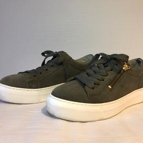 Flotte olivengrønne sko fra Gabor, købt i foråret 2020, og brugt få gange derefter.   Prisen kan forhandles.