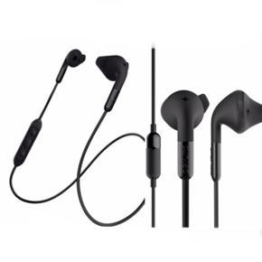 Info på billederne og nederst her. Nypris: 400 kr.  Fast pris, plus porto.  'Allround trådløs hovedtelefon med mikrofon og den nyeste Bluetooth-teknologi. Meget høj lydkvalitet med perfekt pasform. 7 timers batterilevetid.  Farve: Sort Spilletid: 7 timer Opladningstid: 2 timer Batterikapacitet: 80mAh Rækkevide: op til 10m.'  Bytter ikke.