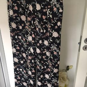 Super flotte bukser, aldrig brugt Passer 40-42 Polyester