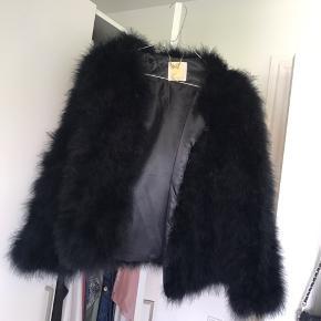 Strudse pels fra Pello Bello Nypris omkring 1300  Aldrig brugt.