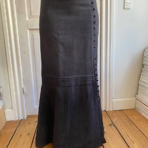 Smuk vintage nederdel  Kan afhentes i Aarhus c  Køber betaler porto og gebyr