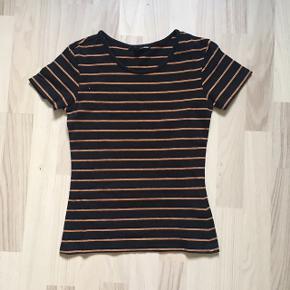 Sød t-shirt, som stadig er i god stand. Den er blevet brugt en del men er rigtig fin, rar og til billige penge!✨