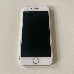 Sælger min iPhone 8 64 gb.  Smadret bagskærm + enkle ridser foran.  Fejler ellers intet og virker helt fint