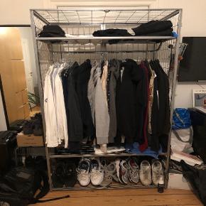 Sælger mit IKEA garderobeskab. Kan ikke huske, hvad modellen hedder - minder en del om Omar. Byd :)