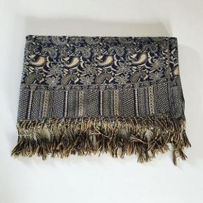 Tørklæde købt i Italien.