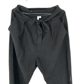 Asos bukser str. 12 eller som oversized til str. 10 Perfekte her til foråret