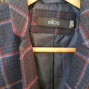 Fedt blazer fra Ellos...200 kr