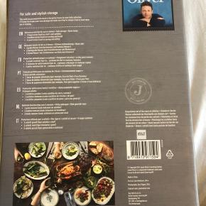 Jamie Oliver knivblok - aldrig pakket ud, fik den i gave. Bud modtages, kan sendes med DAO eller afhentes på Vesterbro